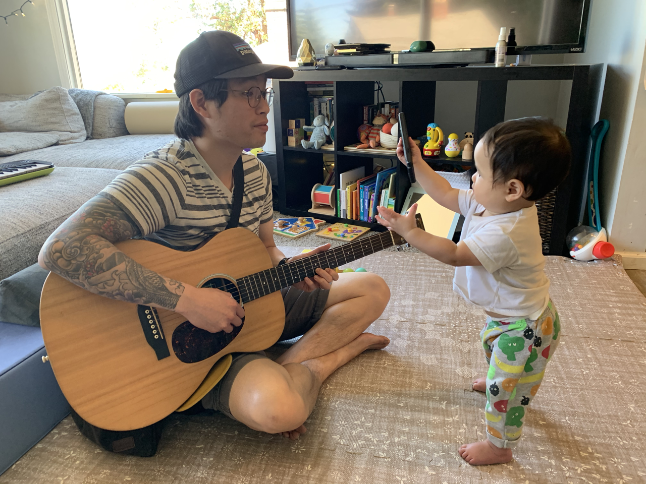 Just before my 20 minute practice guitar session: jamming with Elliott